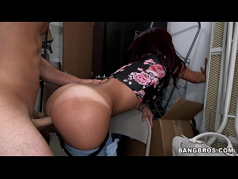 Latina girl with big bubble butt gets fucked